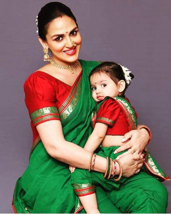 Esha Deol and her daughter are slaying in this traditional attire.
