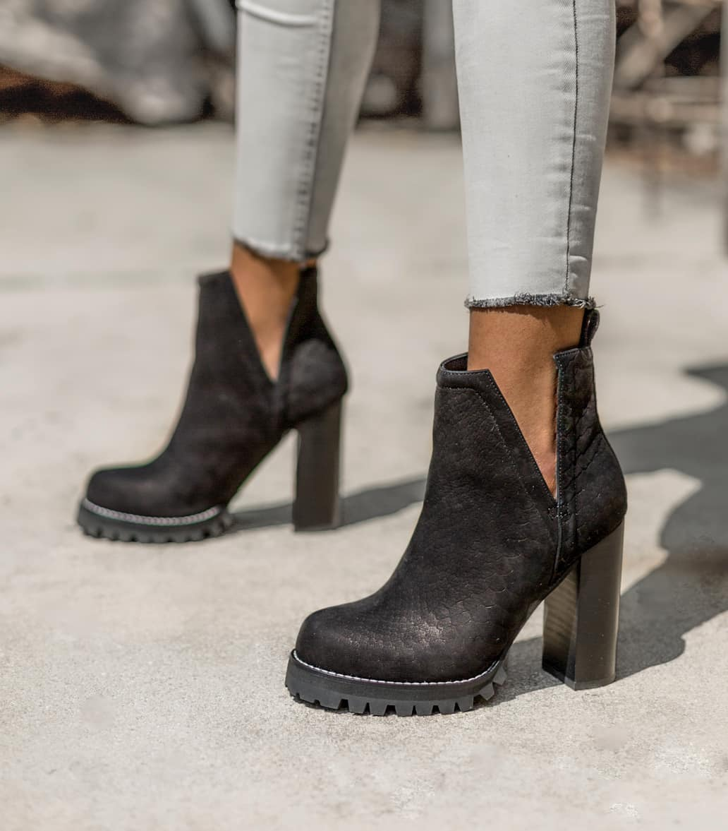 Bewitching black Ankle Boots Must Have Footwears For Girls