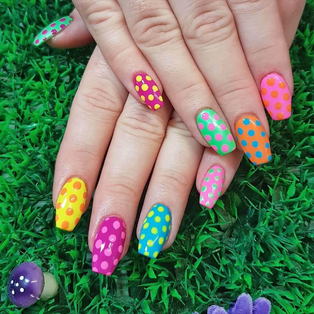 Contrasting Colors Polka Dot Nail Designs