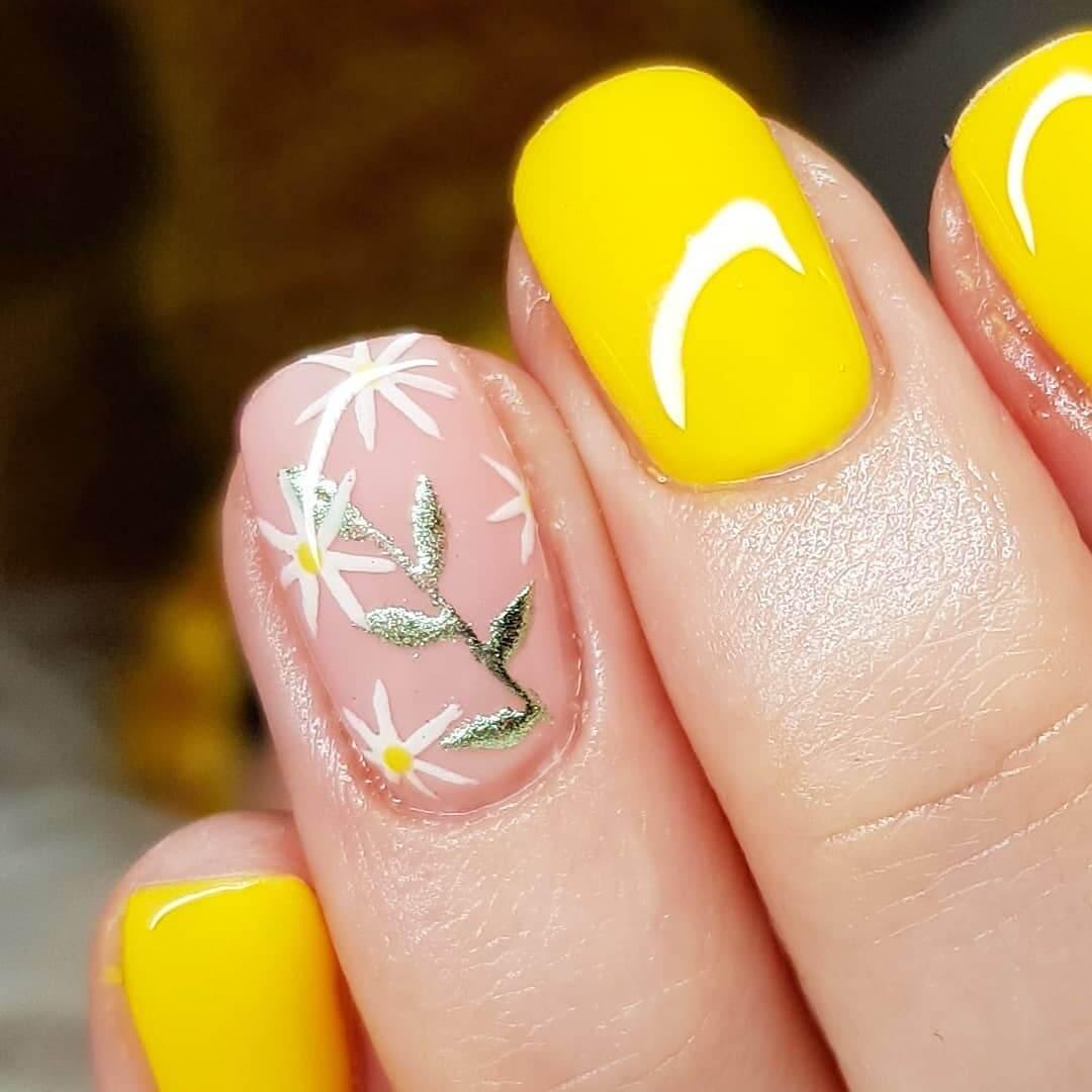 Daisies Nail Art Yellow Nail Art Design