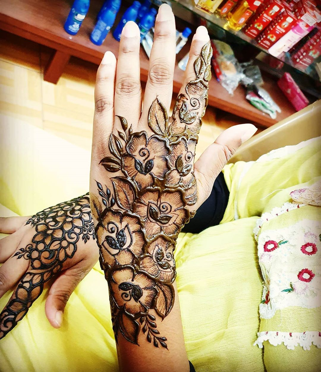 Floral Finesse Mehndi for Back and Front Hand