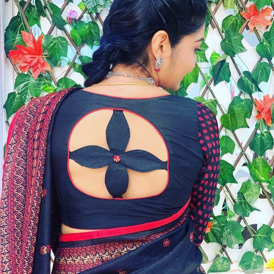 Blouse Back Neck Design With Flower Window Joint