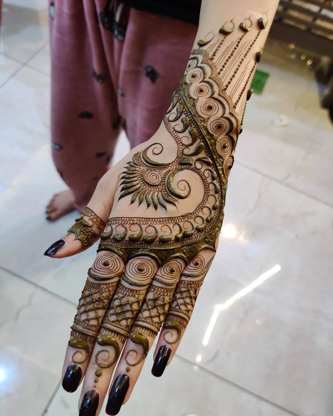 Elaborate Mehndi design for Raksha Bandhan
