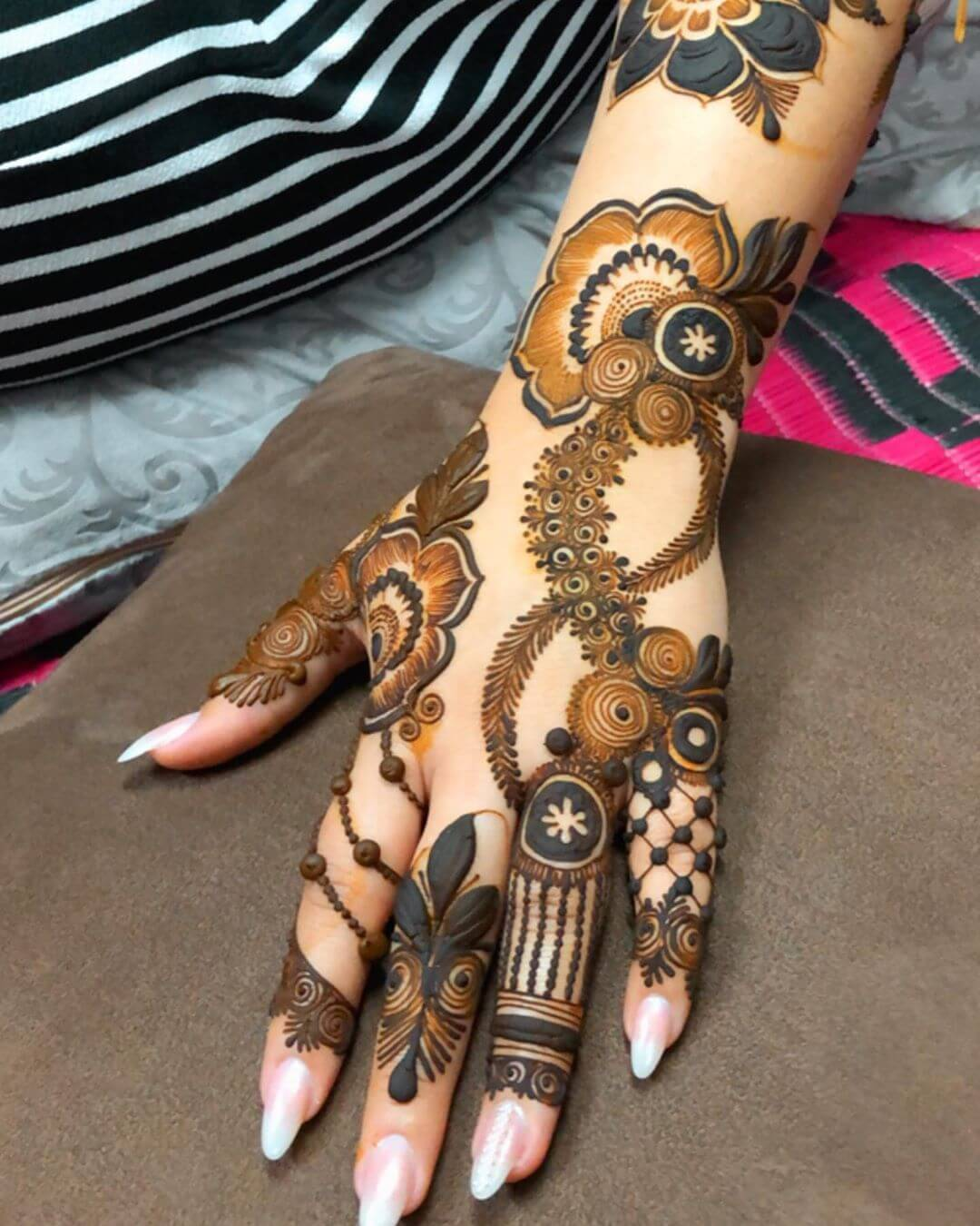 Mesmerizing Floral Motifs Latest Mehndi Designs for Raksha Bandhan