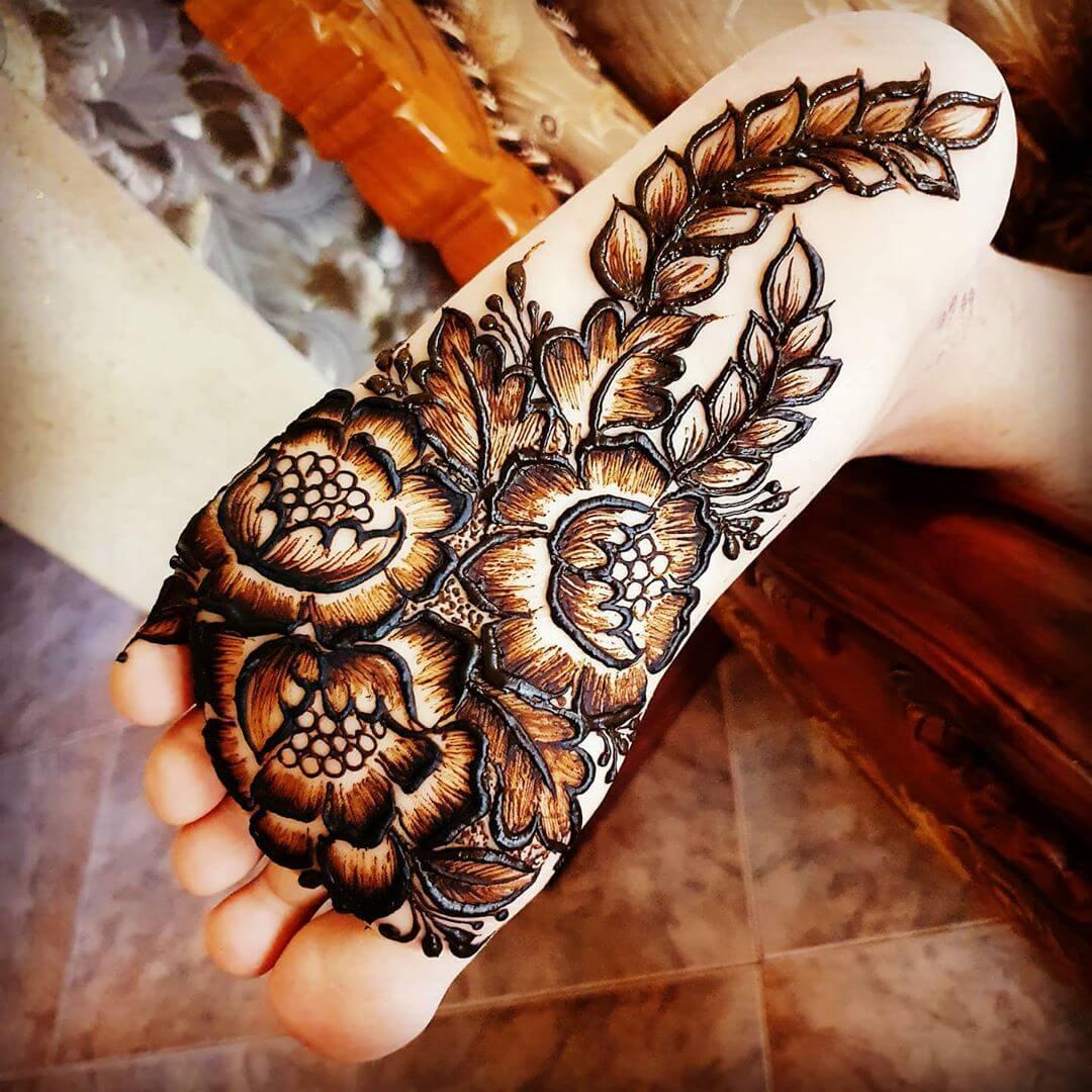 Flowers and Leaves Mehendi designs for Feet