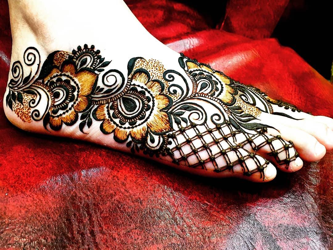 Netted Flower Figures Mehendi designs for Feet