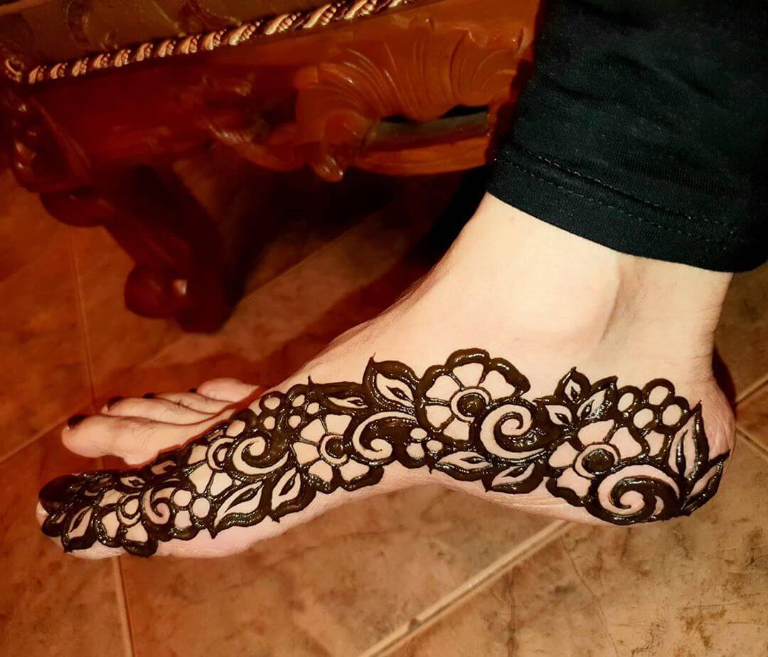 The Beauty of Bold Strokes Mehendi designs for Feet