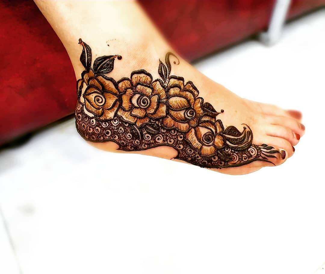 Emphasize on Small Details Mehendi designs for Feet