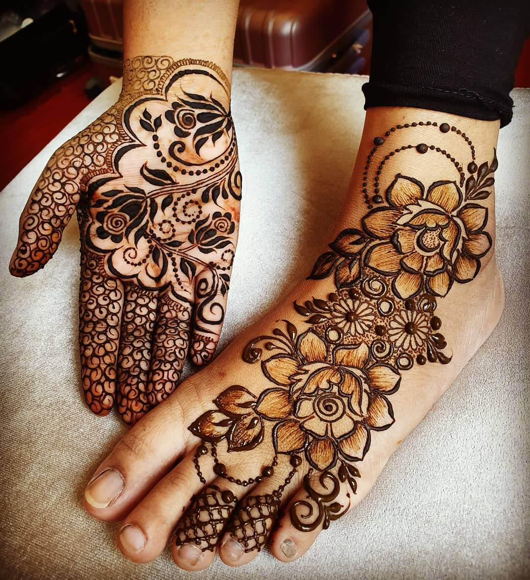 Playing with Bigger Elements Mehendi designs for Feet