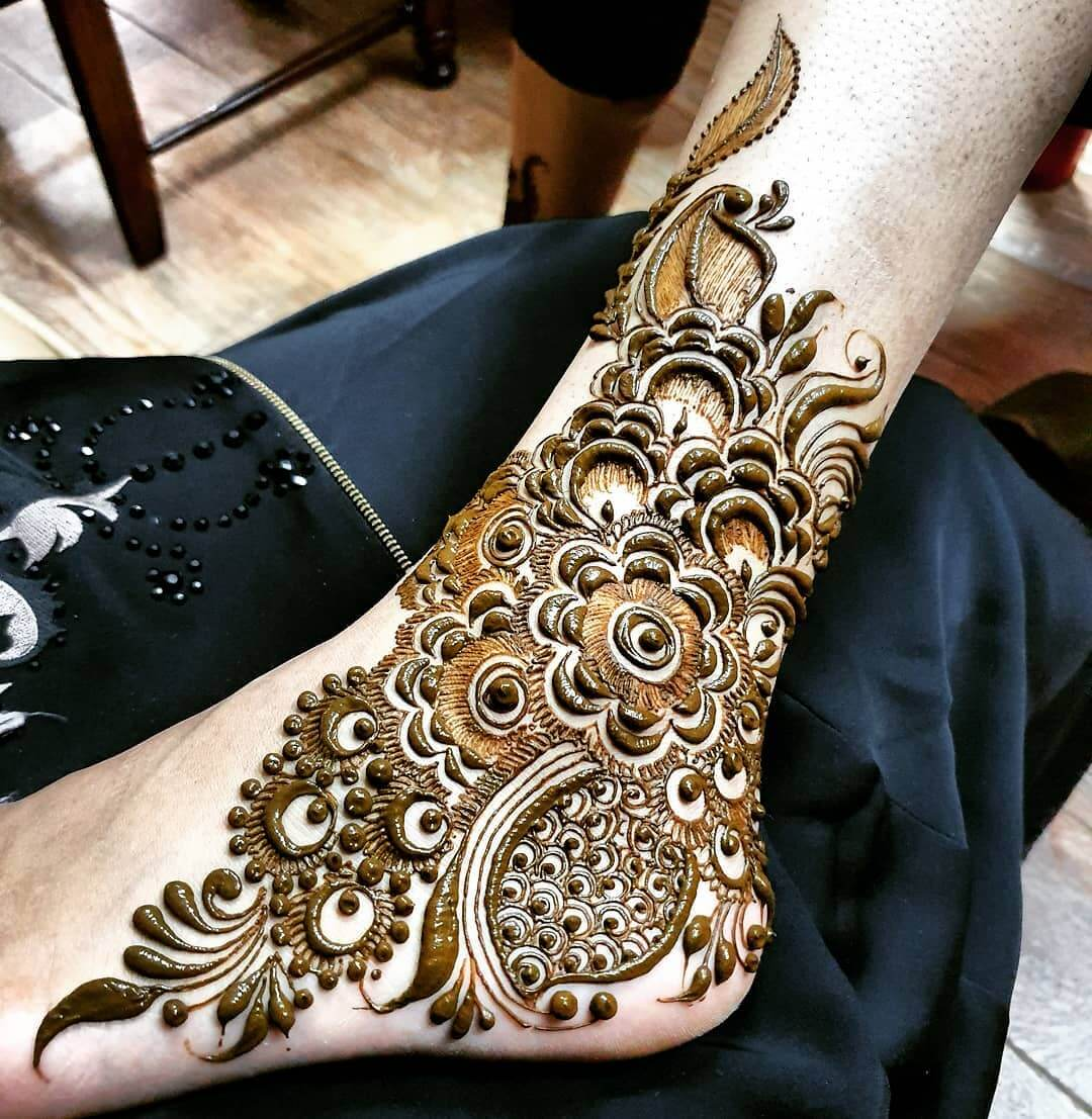 Dotted Mehendi designs for Feet