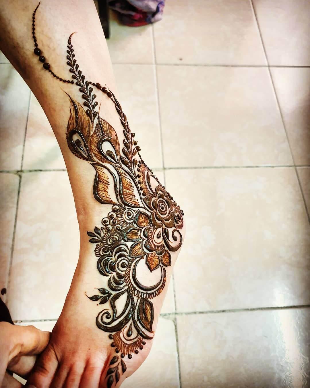 Peacock Leaves Mehendi designs for Feet