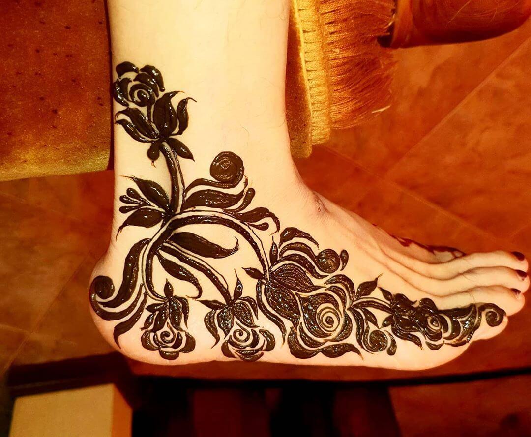 Filled up Bold Mehendi designs for Feet