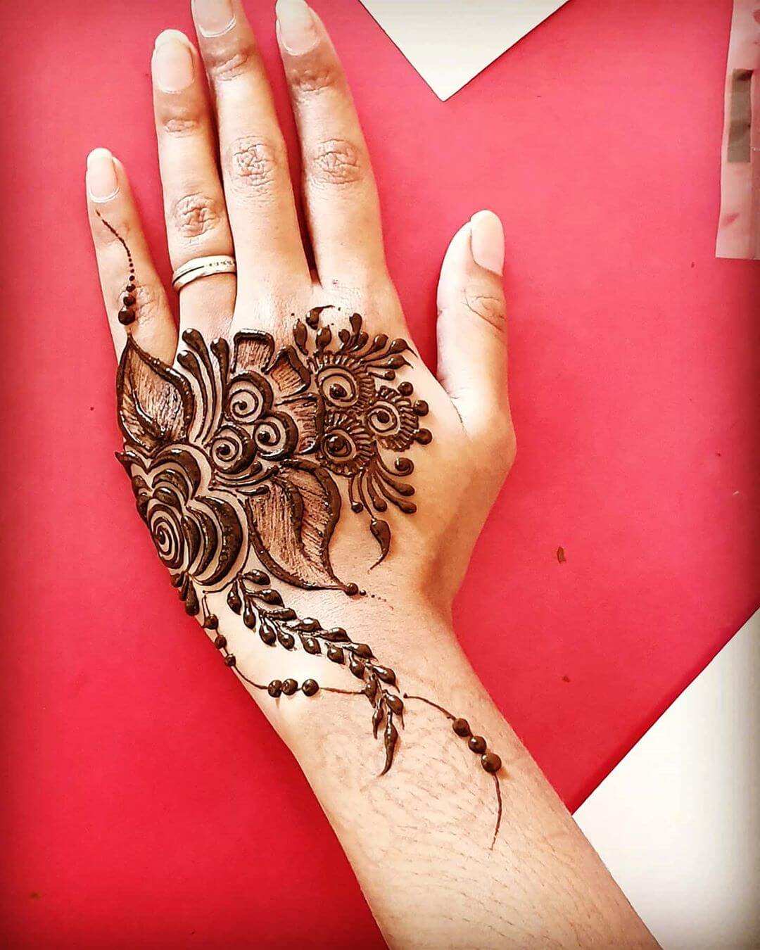 One sided Pattern Mehndi for Back and Front Hand