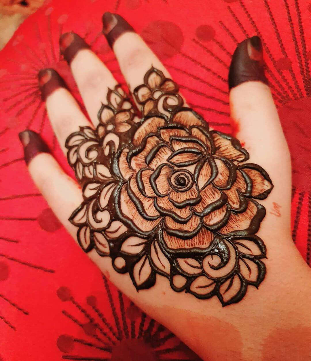 Simplicity with Elegance Mehndi for Back and Front Hand