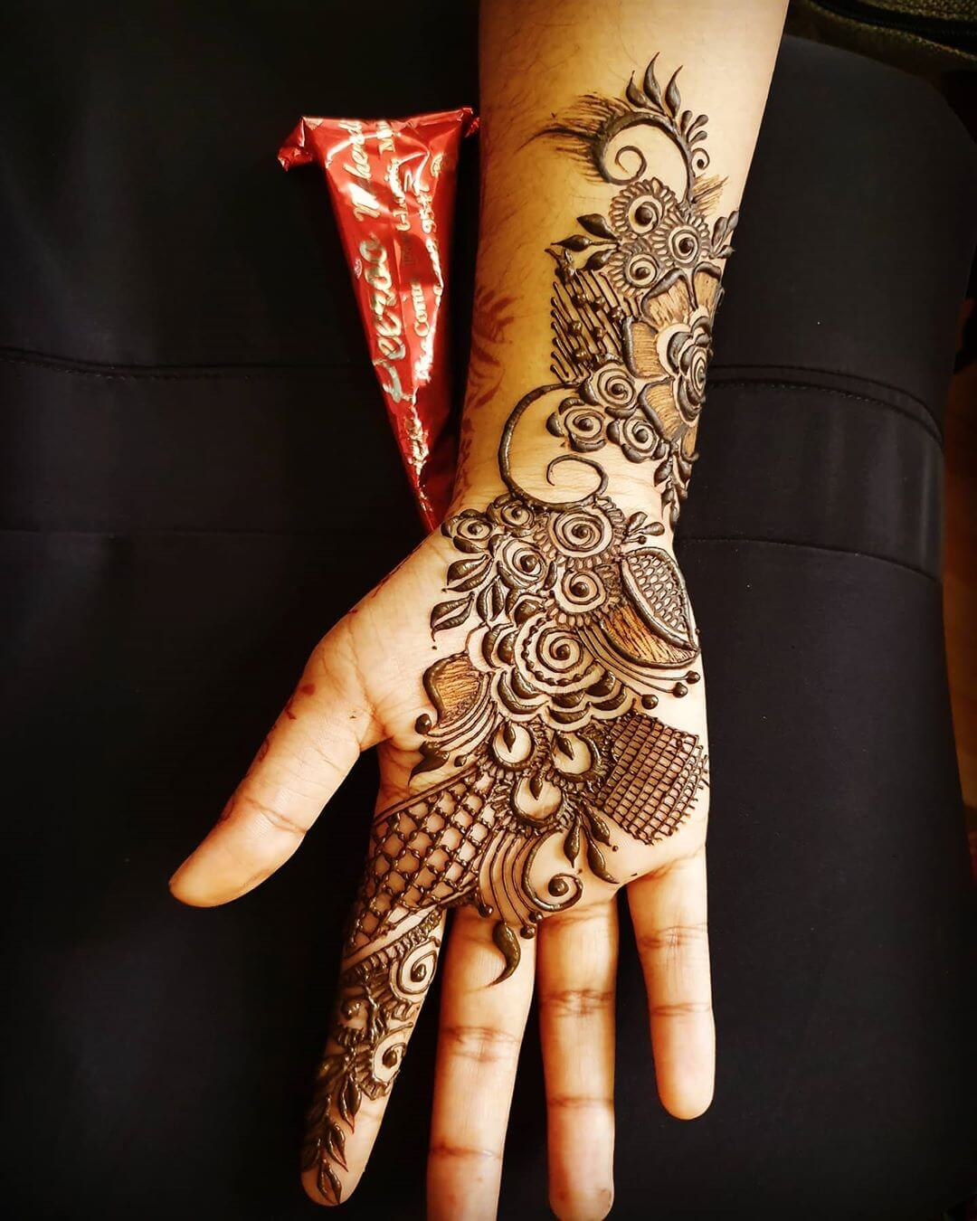 Simple Jaali Mehndi Mehndi for Back and Front Hand