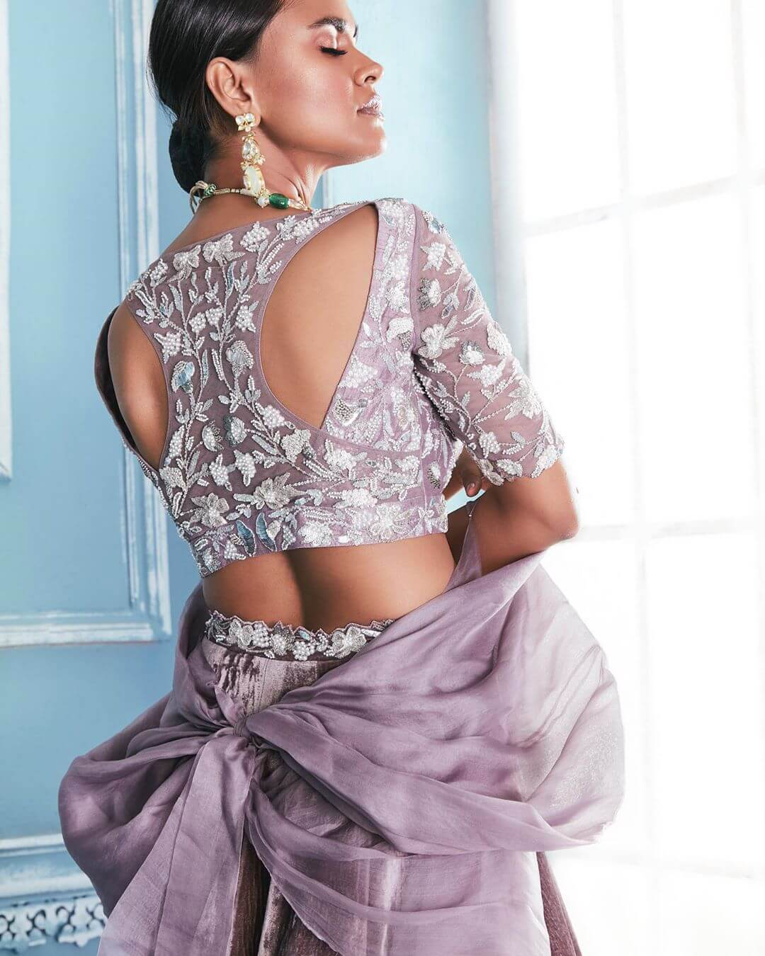 Side-cut Bold and Beautiful Blouse Back Design