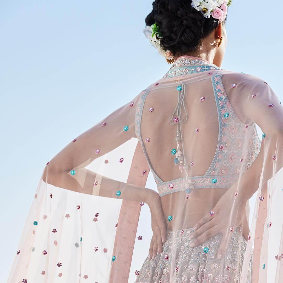 Elegant U-Neck Bold and Beautiful Blouse Back Design
