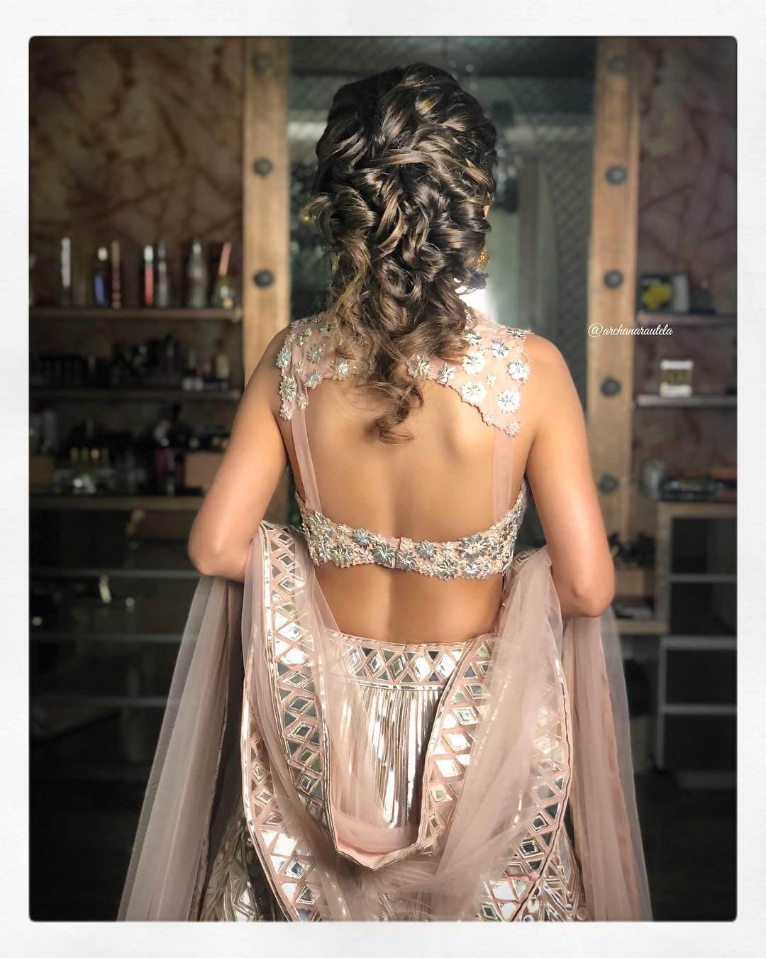 Stylish Blouse Bold and Beautiful Blouse Back Design