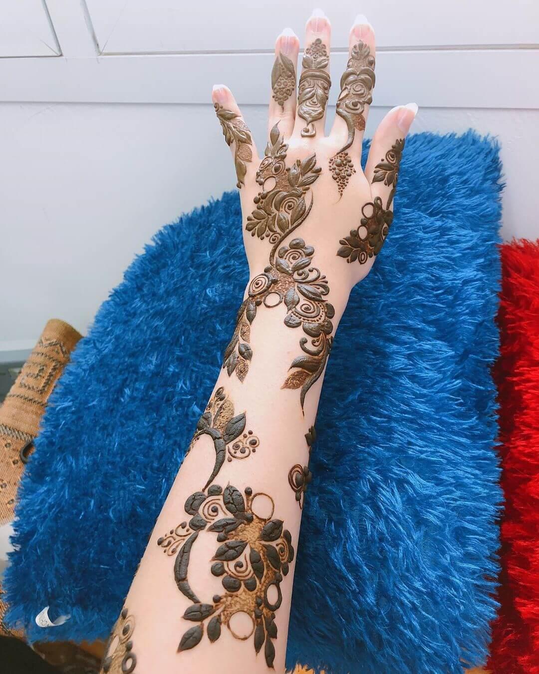 Fuller and Darker mehndi designs for back hands
