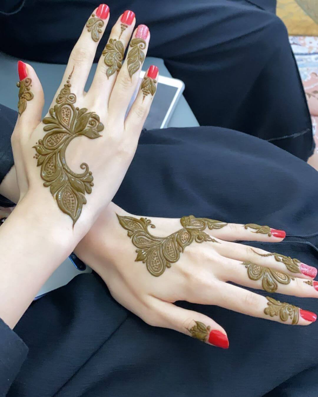 Thick shaded Leaves mehndi designs for back hands