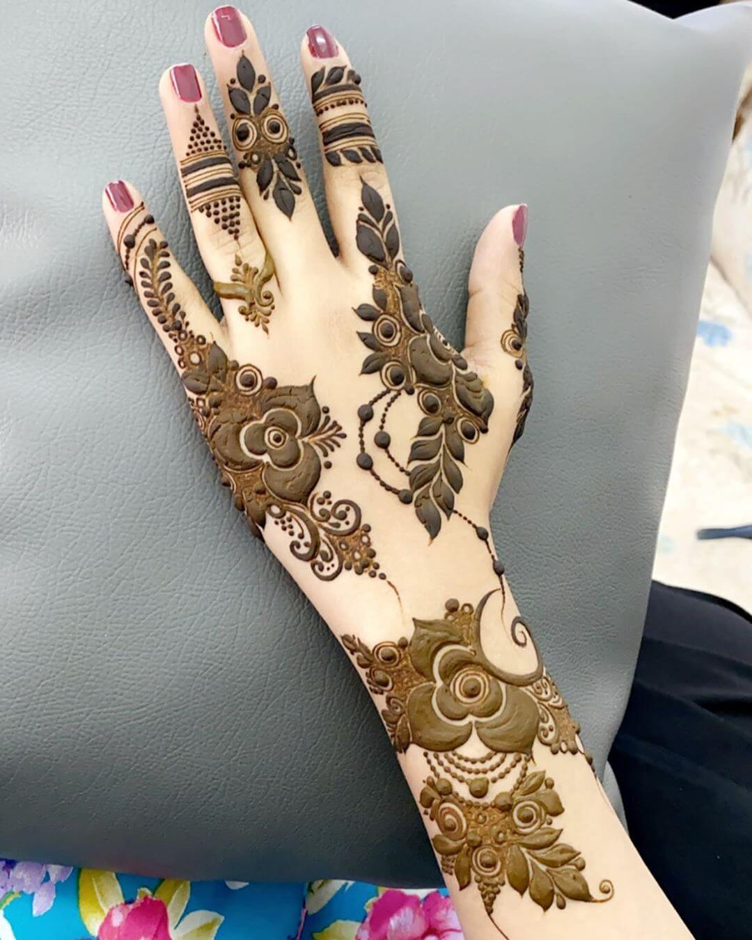 Thick Trail of Sublimity mehndi designs for back hands