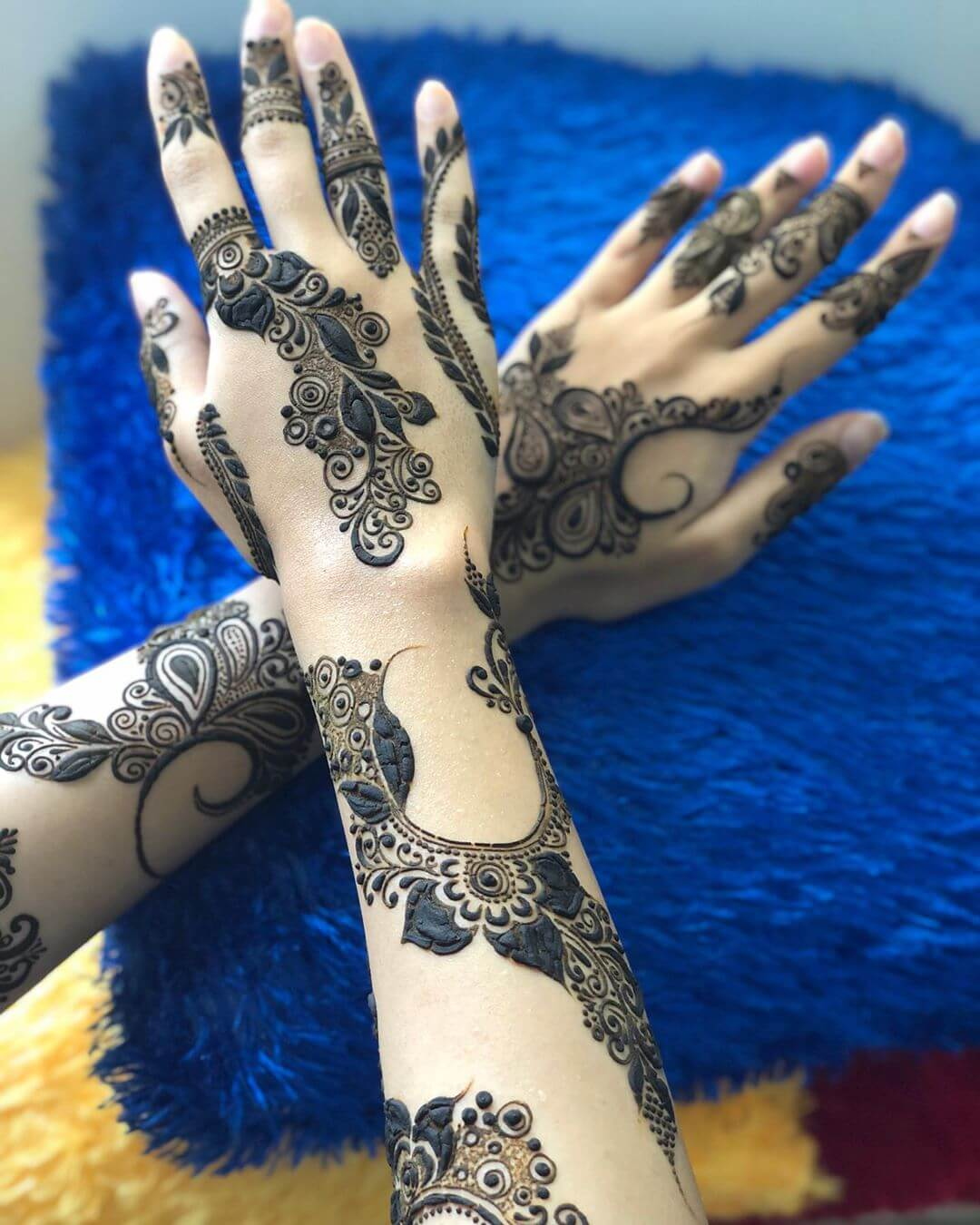 Trendy shaded mehndi designs for back hands
