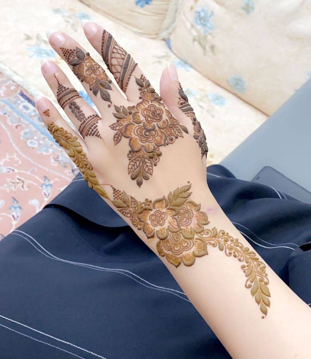 Playing with Shades mehndi designs for back hands