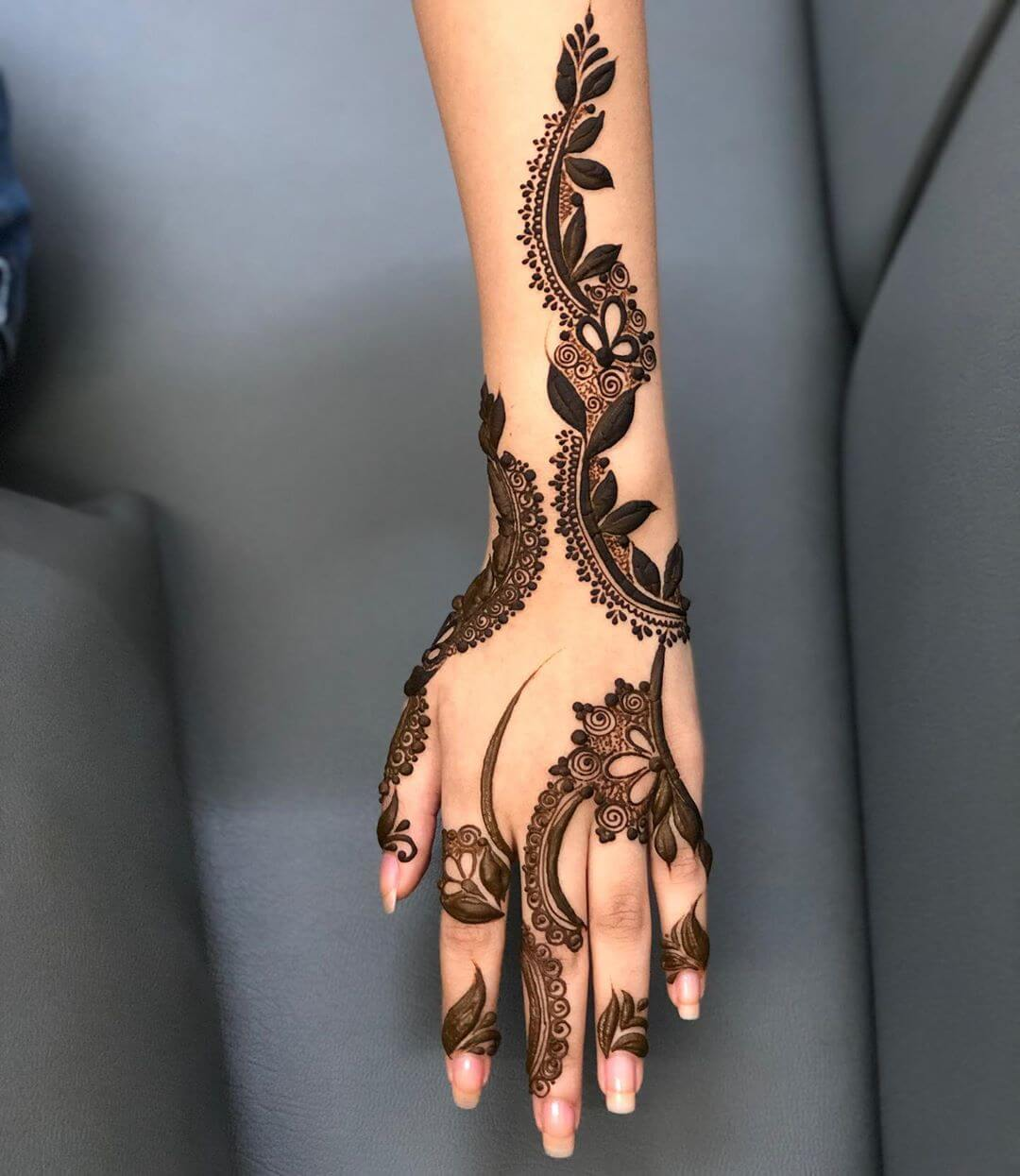 Swirling it around mehndi designs for back hands