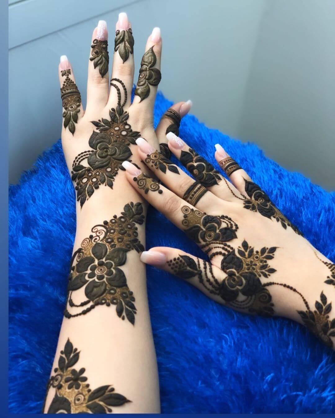 Elaborate Floral mehndi designs for back hands