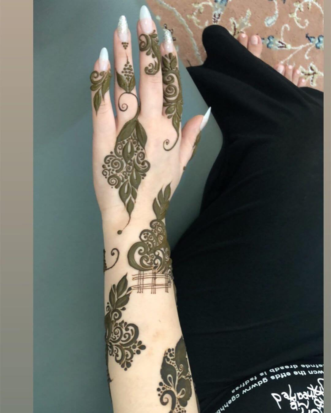 Playing with Spaces mehndi designs for back hands