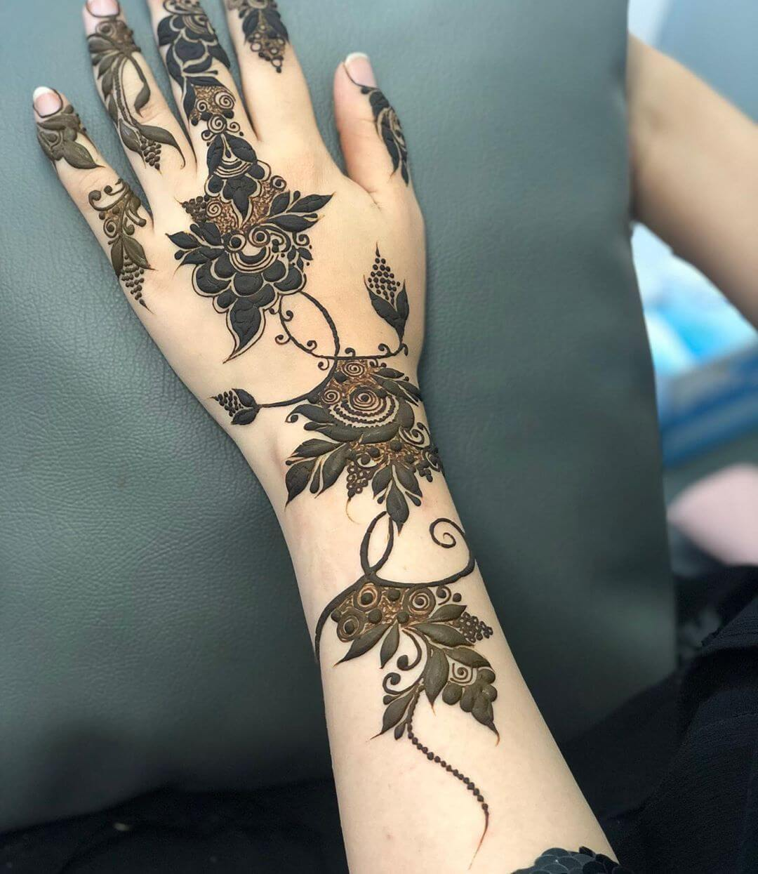Dark and Flowy Patterns mehndi designs for back hands