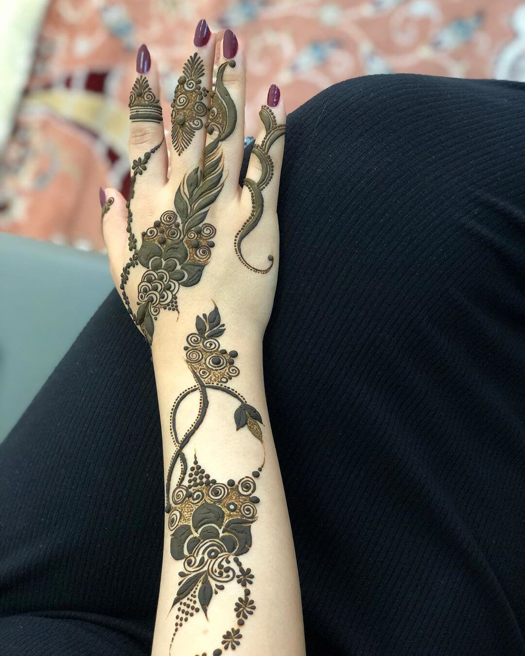 Chic and Urbane mehndi designs for back hands