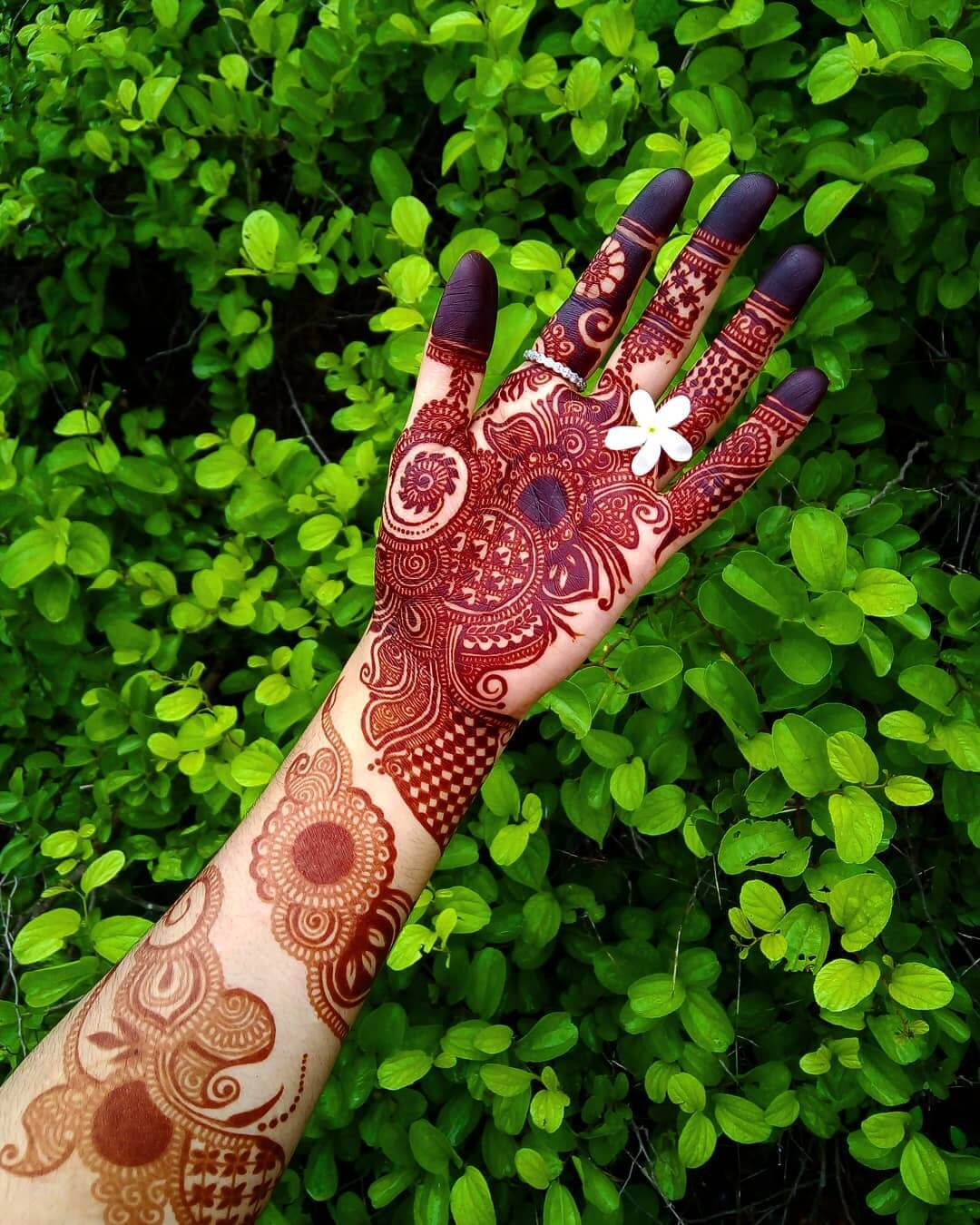 Spiral Mehndi Design For Front Hand