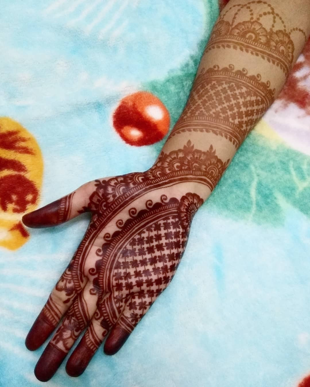 The Beauty Of Thin Strokes Mehndi Design For Front Hand