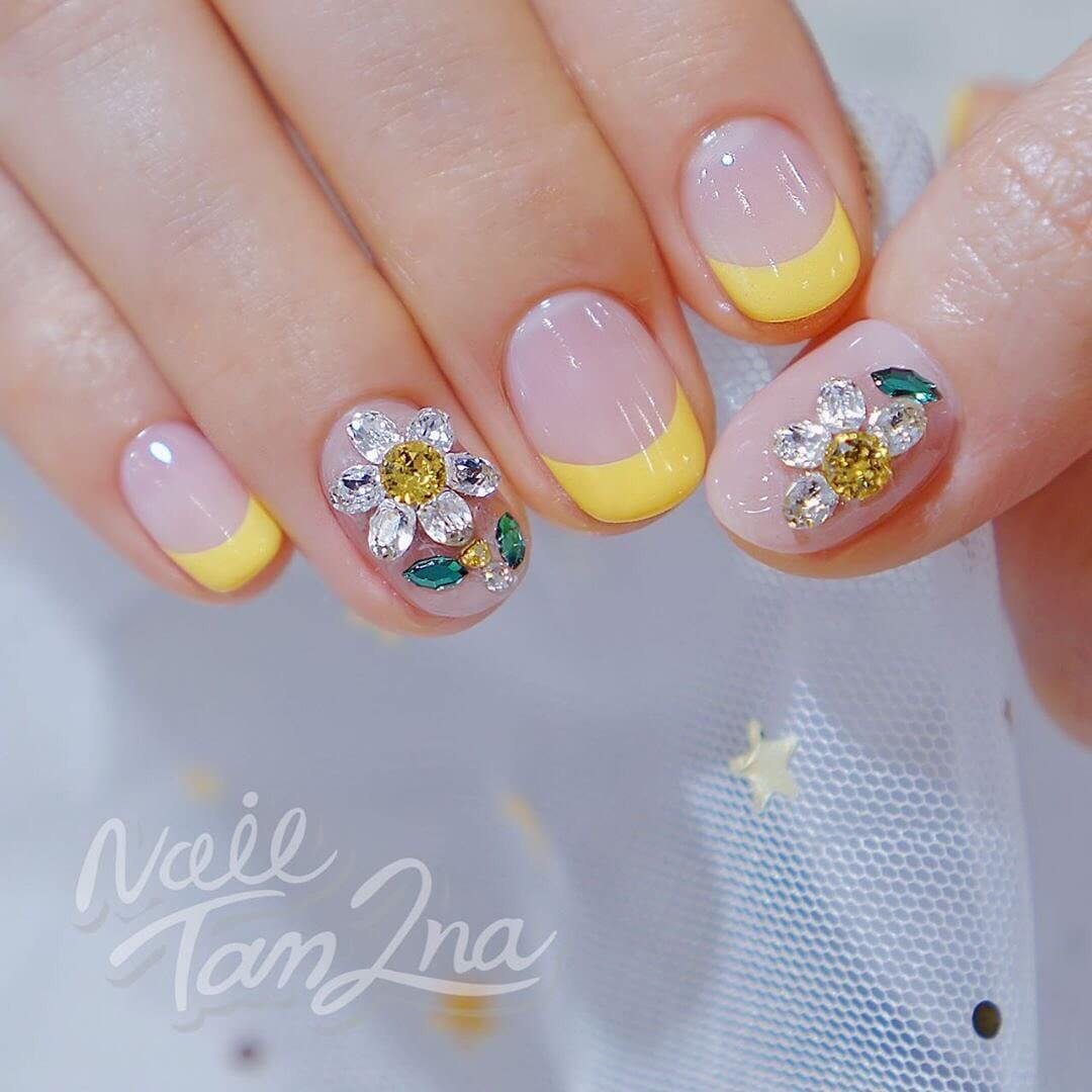 Pretty in Yellow Rhinestone Nail Art Design