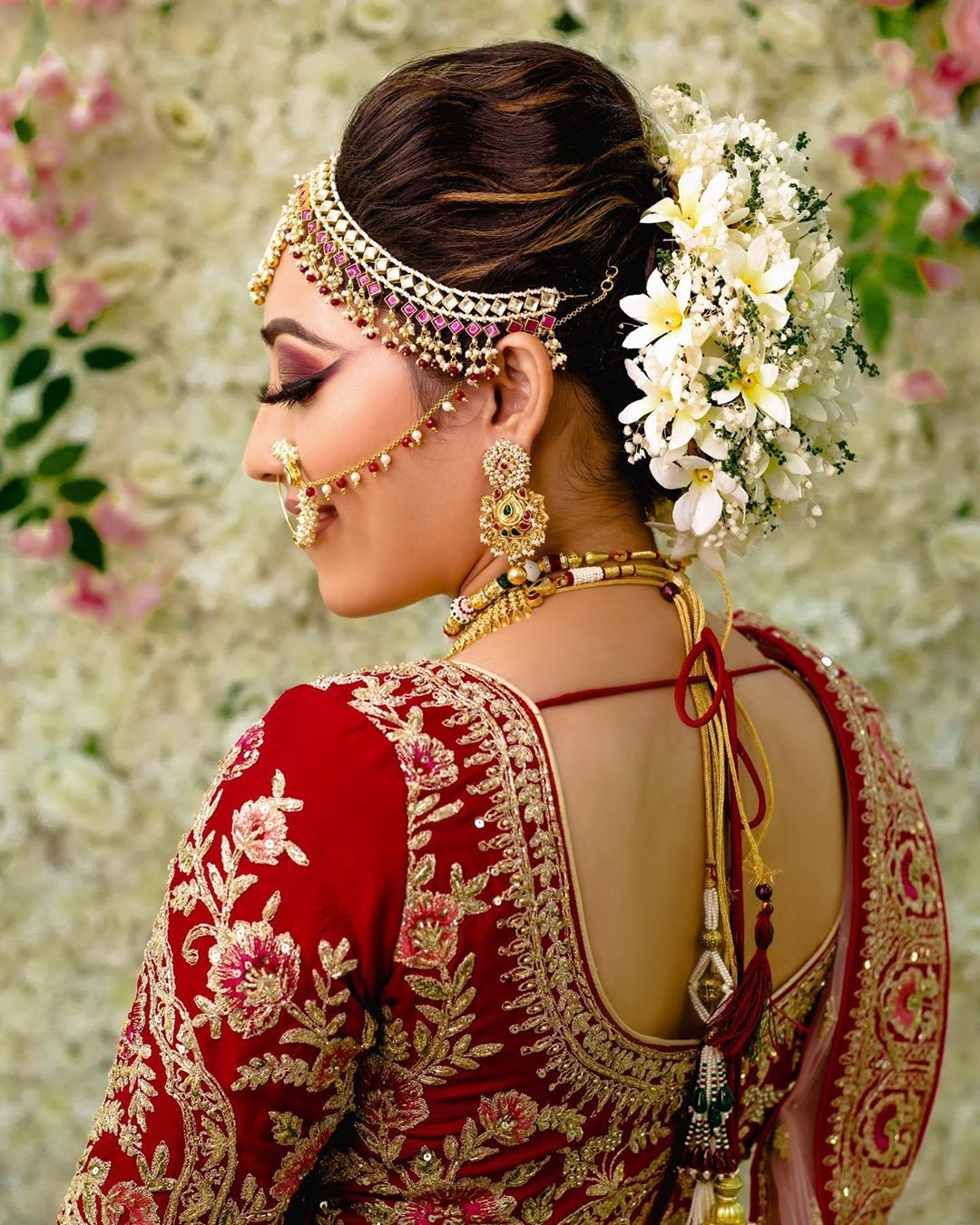 Swirls And Whites Gujrati Bridal Hairstyles
