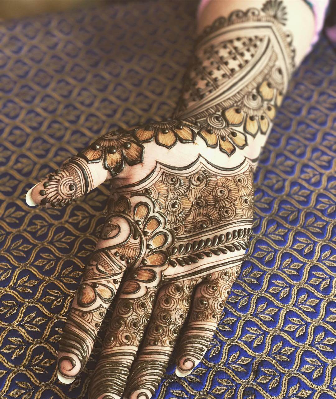 Mehndi Design With Flowers For front side
