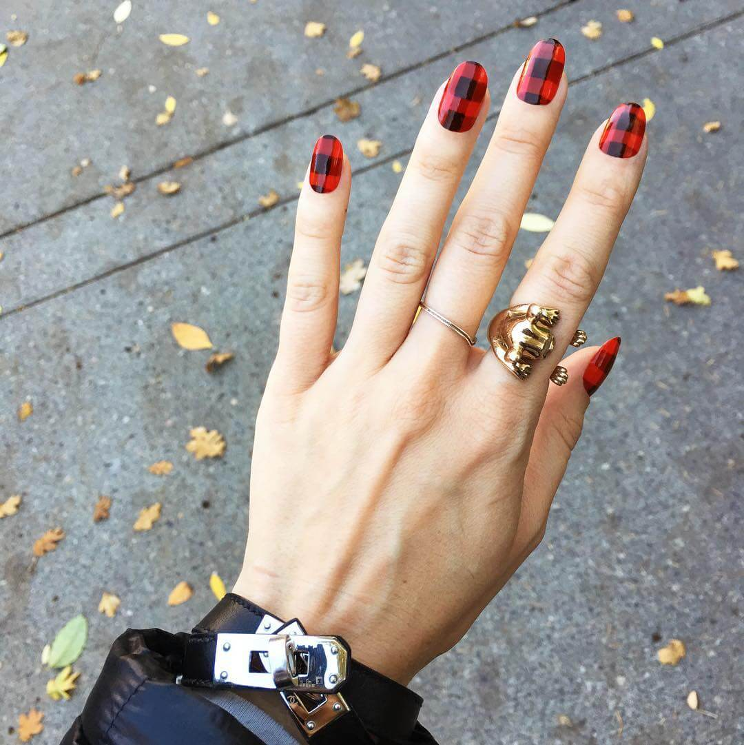 Red and Black Plaid Nail Art Design