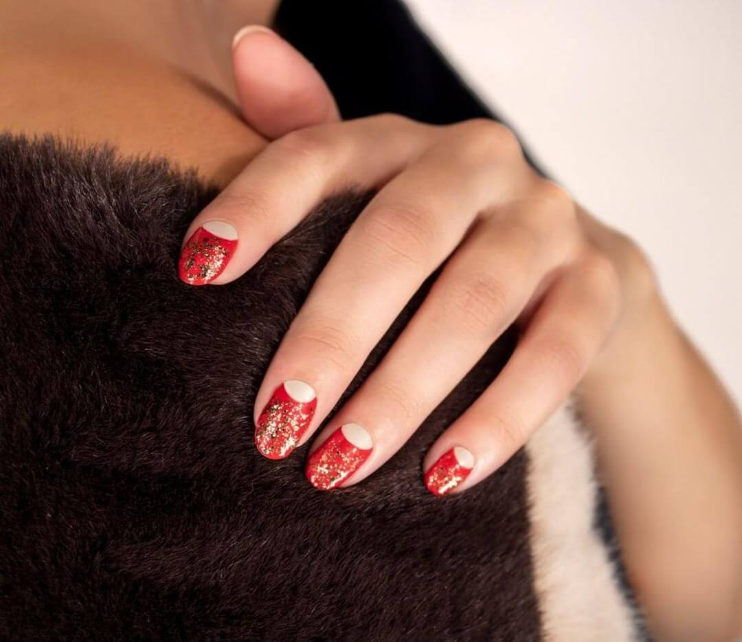 ClassyRed and Gold Red Nail Art Designs