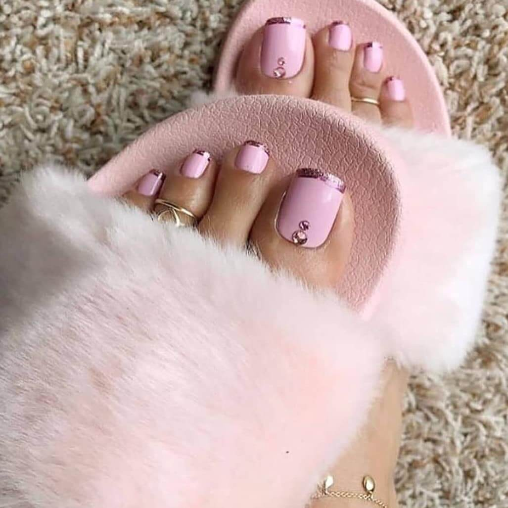 Baby pink combined with gold Toe Nail Art Designs