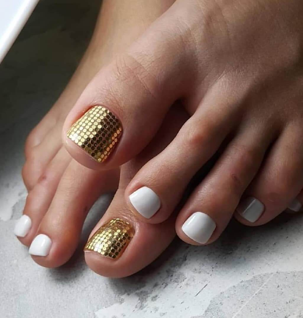 Golden and white Toe Nail Art Designs