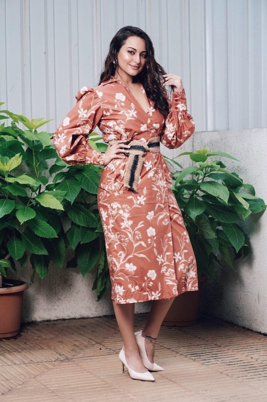 Sonakshi Sinha Matt texture Chick Outfits for Work