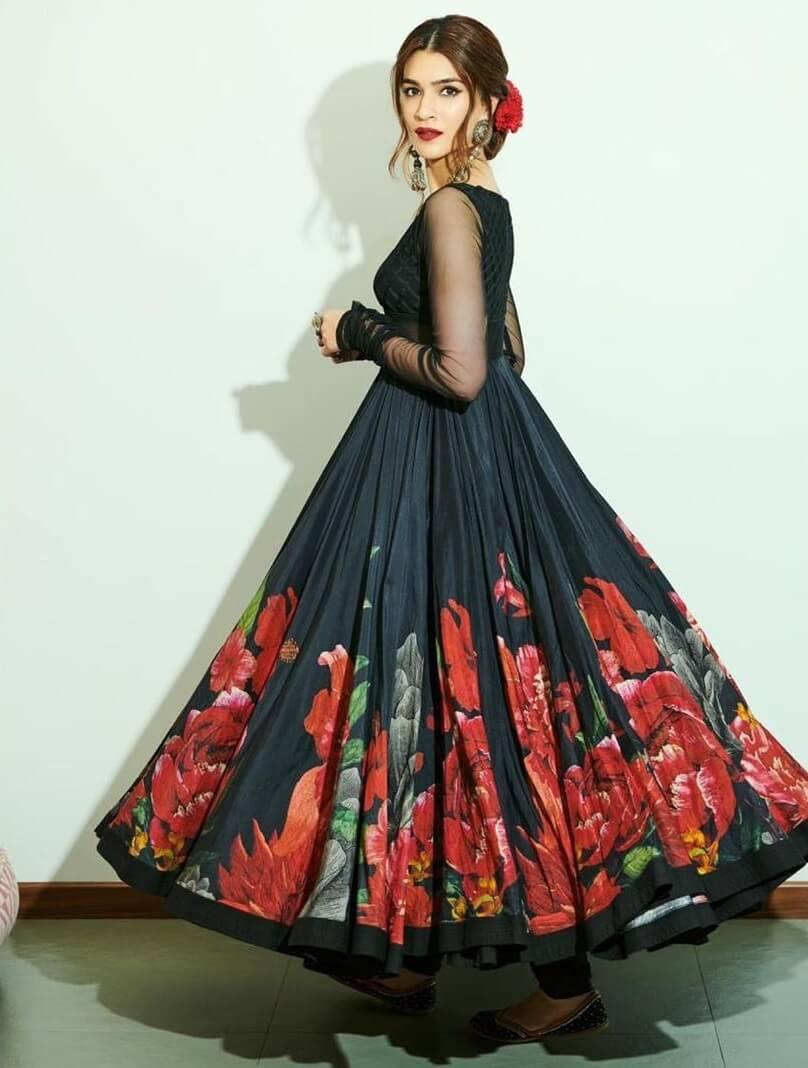 Kriti Sanon Beautiful Black And Red Rose Floral Print Designer Dress