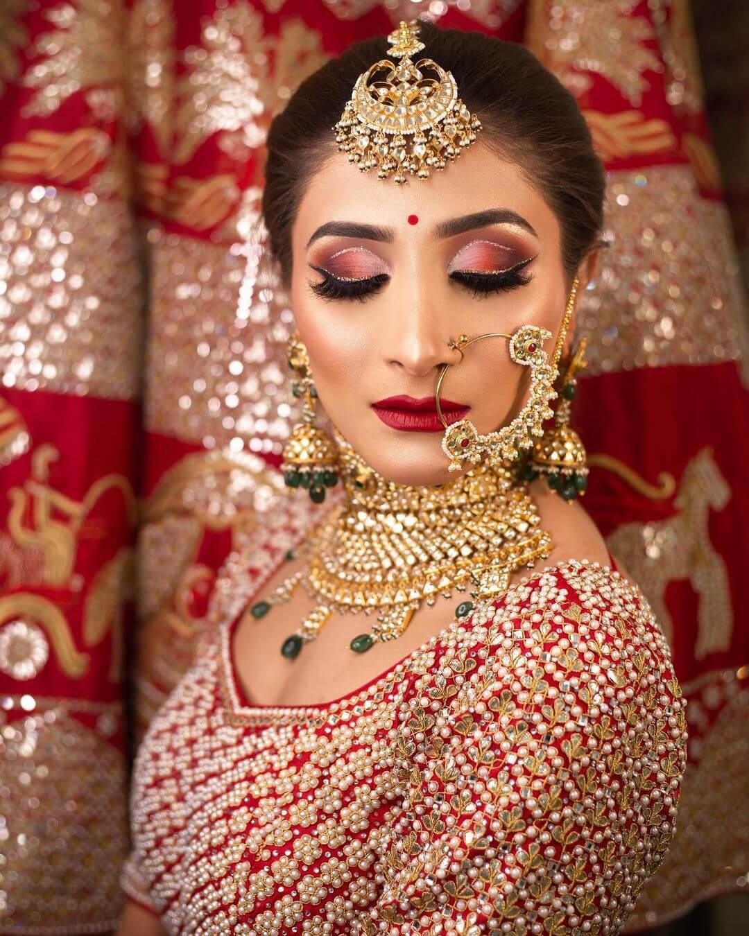 Heavy choker set with maangtika and nose ring bridal Look - traditional Gujarati bridal makeup looks