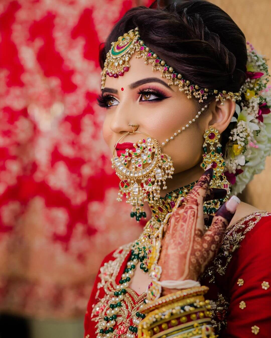 The Dreamy heavy nath, neckpiece bridal Look - traditional Gujarati bridal makeup looks