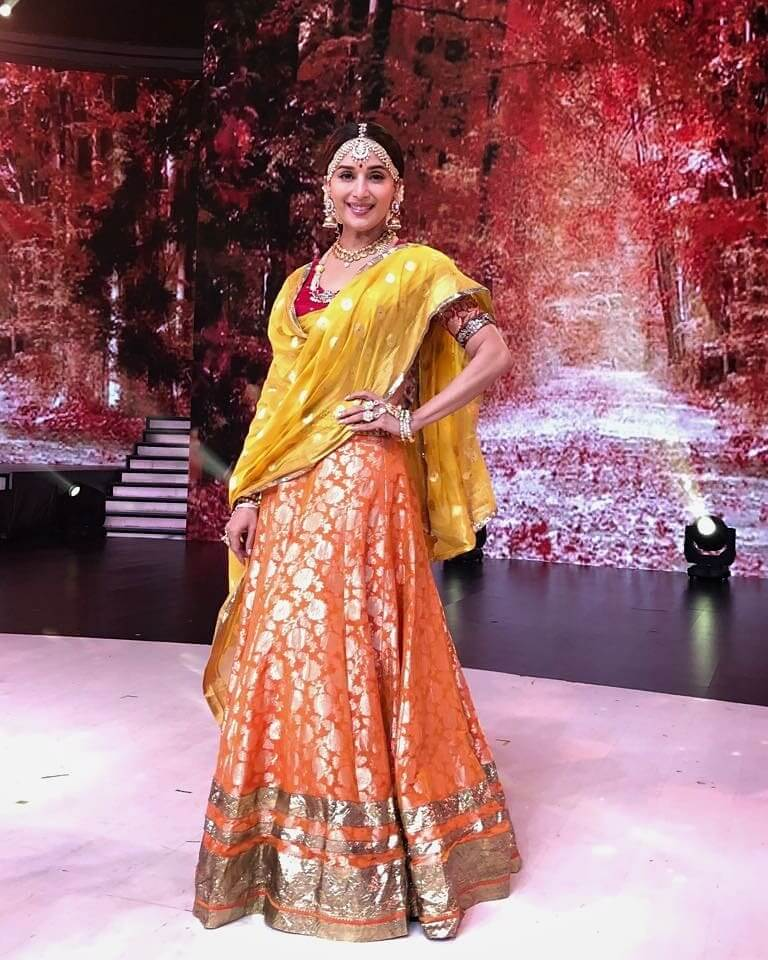 PAIR IT UP WITH TRADITIONAL COLOURS Orange Outfits for Wedding Season