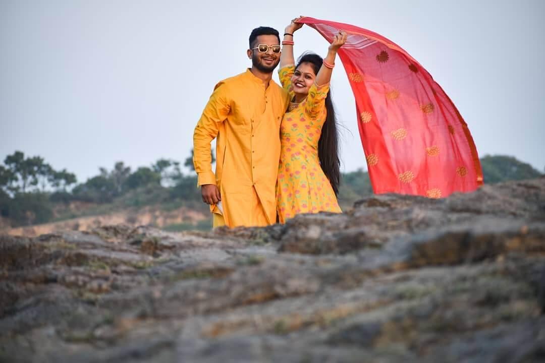 BETWEEN THE ROCKS pre-wedding Photoshoot Ideas