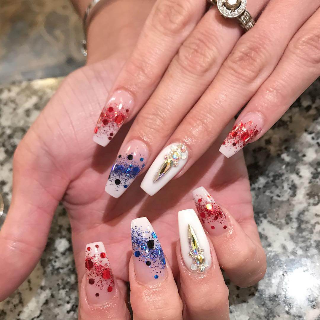 Keep It Royal With This Very Beautiful Nail Piece
