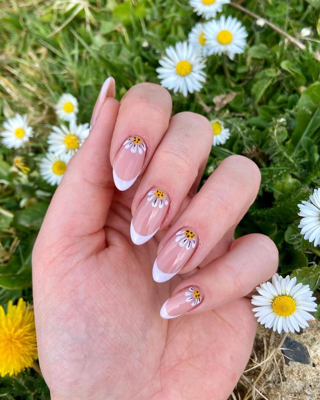 Gel Nail Art Designs Fan of daisy flowers? Try this